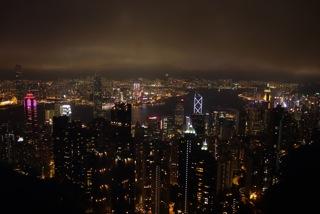 2:ビクトリアピークからの夜景、高層ビルが目と鼻の先